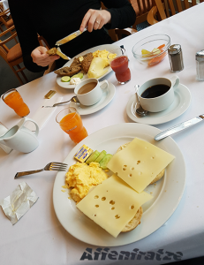 Frühstück im Hotel