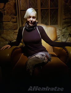Lisa macht eine Pause in Hagrids Stuhl