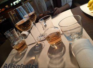 Ein Glas Wein im Tulip Inn